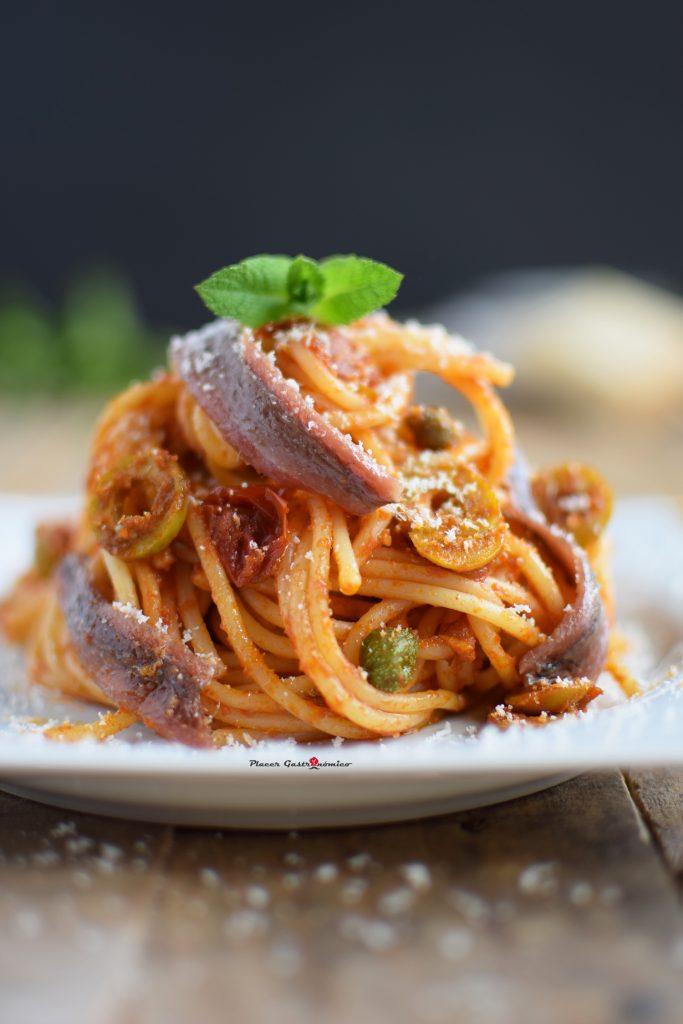 Espaguetis a la putanesca receta